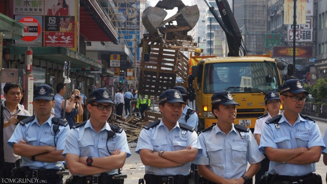 Police clearing Mong Kok protest