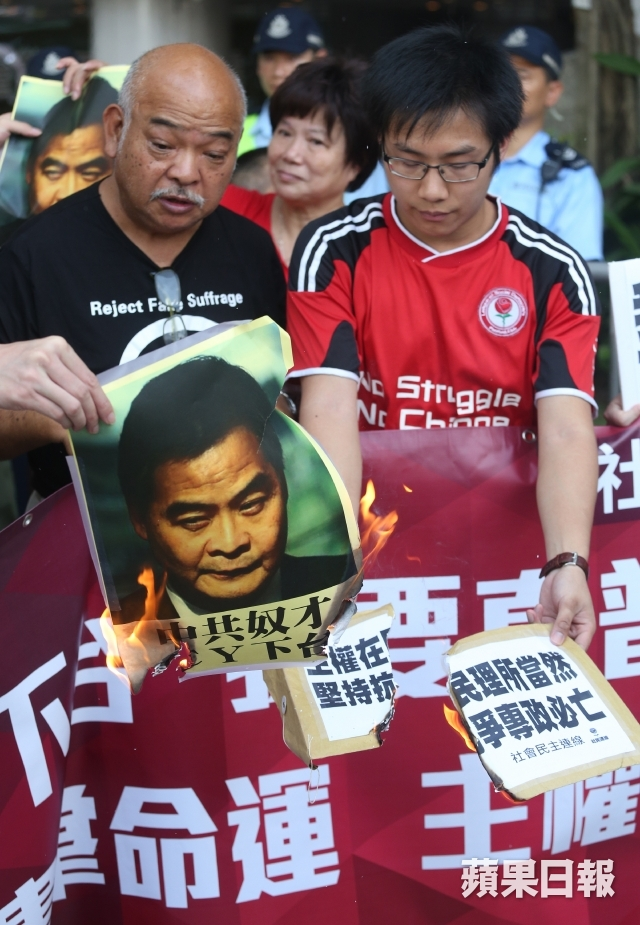 Protesters burning photo of CY Leung.