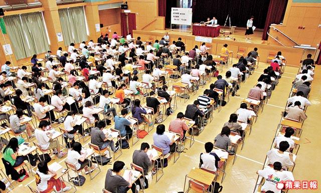 Hong Kong Diploma of Secondary Education Examination. Photo: Apple Daily
