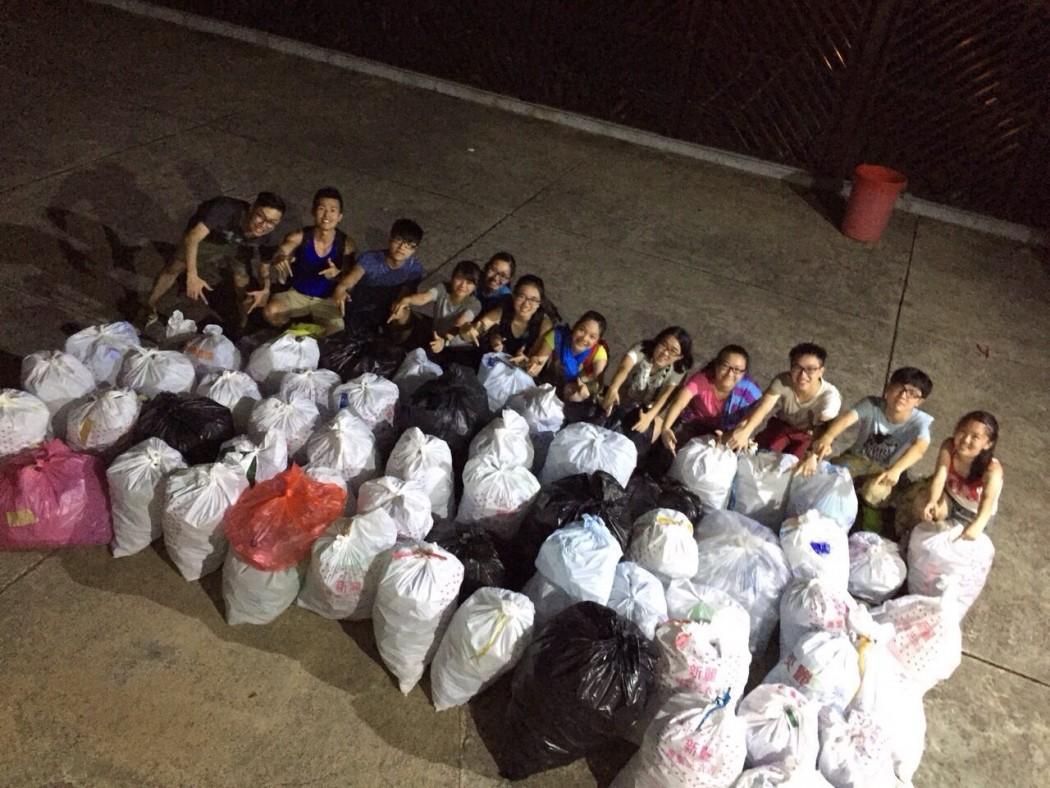 hong kong clean up bottles students