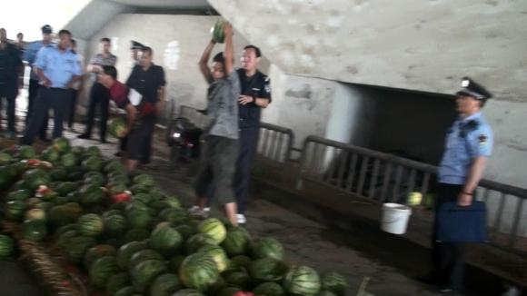 Smashing watermelon Nanjing