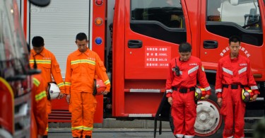 Tianjin firefighters mourn at the site of the explosion