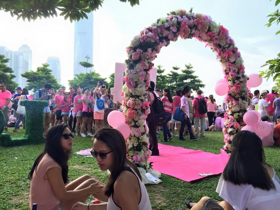 love arch pink dot
