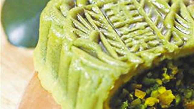 chive and egg mooncake