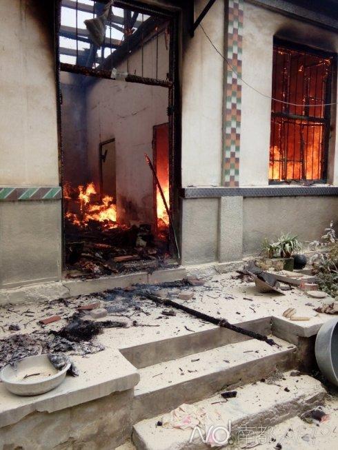 villager burning house+