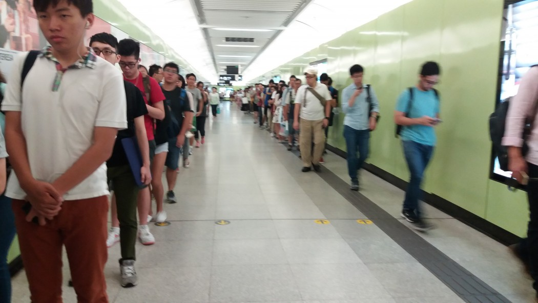HKU MTR station queue