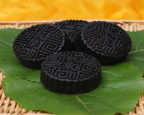 bamboo charcoal mooncake
