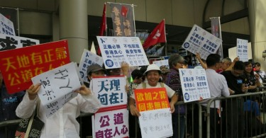 Pro-government groups rally outside court.