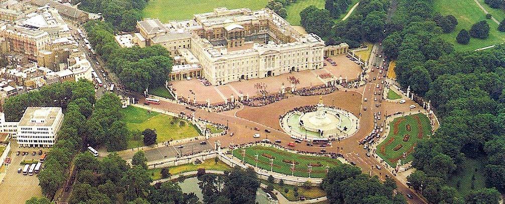 buckingham palace queen
