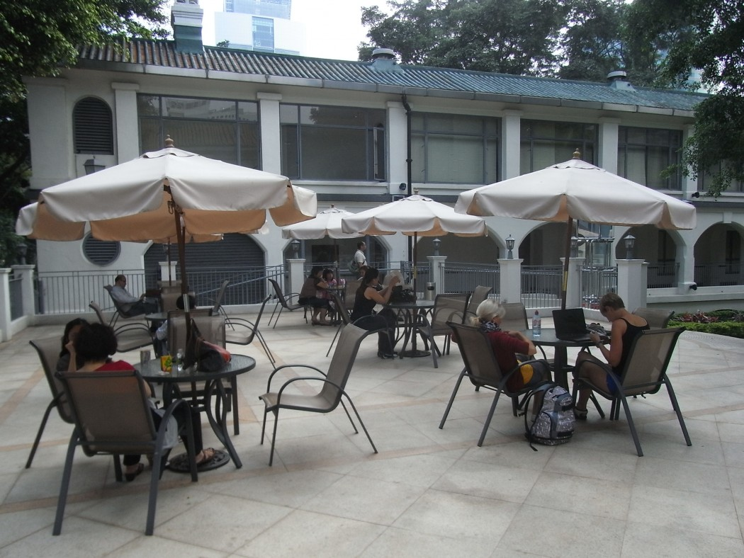 kowloon park outdoor seating