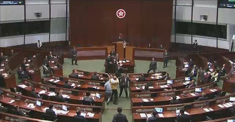 Albert Chan and Ray Chan throwing banners at Leung Chun-ying.