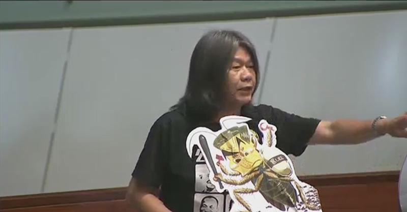 Leung Kwok-hung with a satirical banner of Leung Chung-ying.