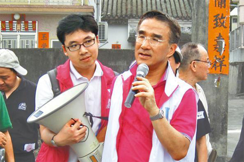Chiu Yan-loy (left) when he was still working for Michael Tien (right) in 2012