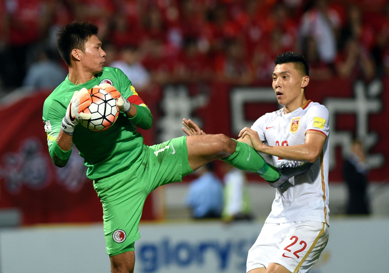 Hong Kong player Yapp Hung-fai against Chinese player Yu Dabao.
