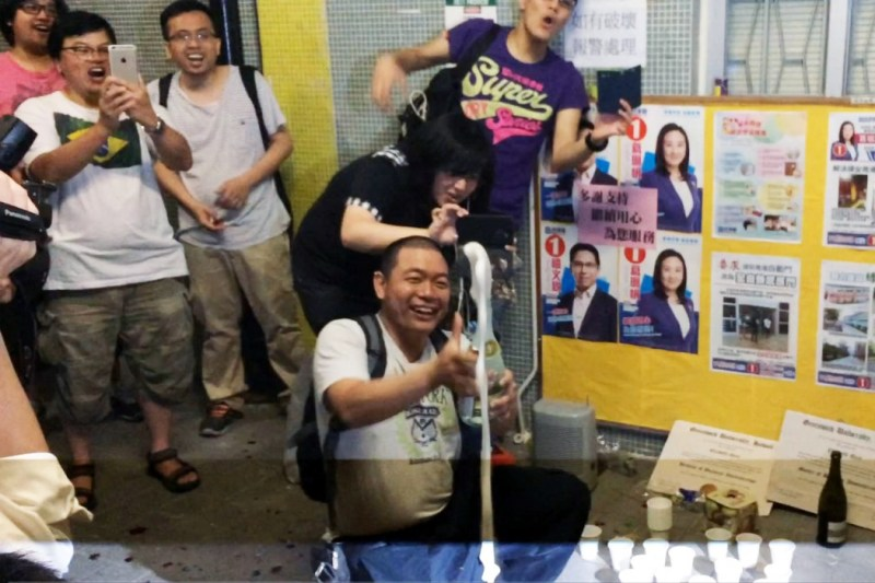 Rally joiners opened champagnes to celebrate Elizabeth Quat's lost.