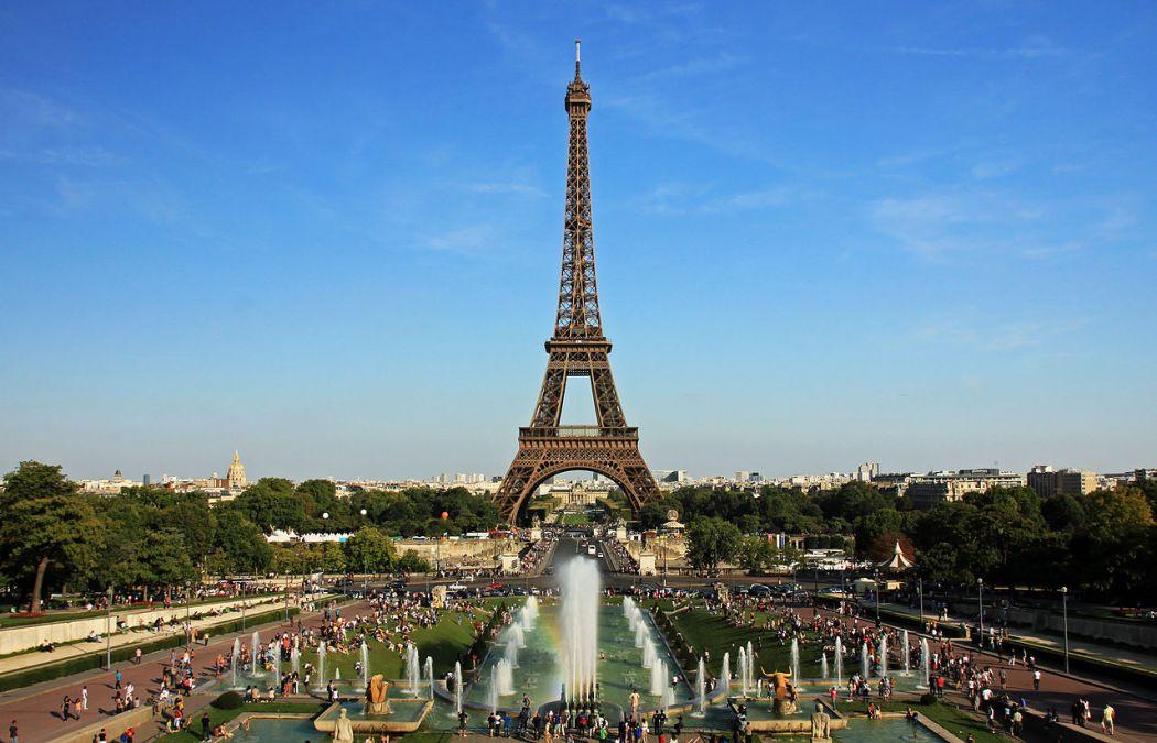 Eiffel Tower and Jardins du Trocadéro from the Palais de Chaillot, Paris.