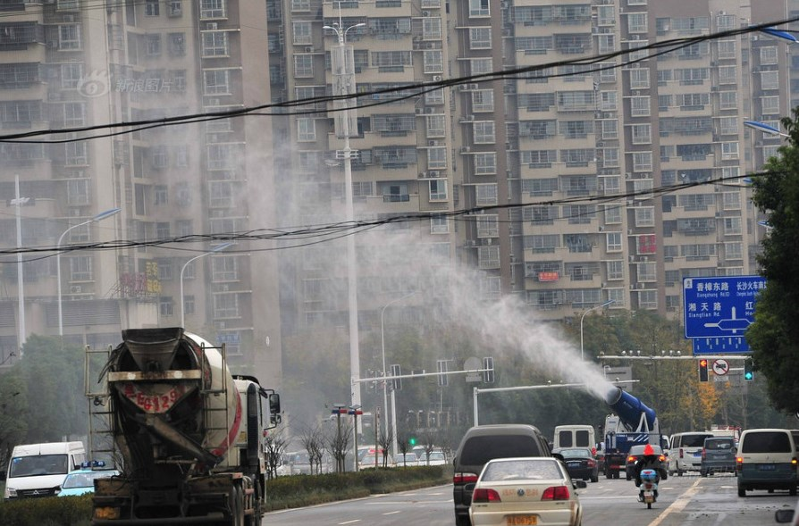 anti-smog water cannons