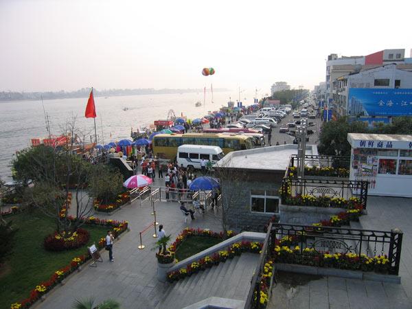 中国人観光客を呼びこむため、北朝鮮当局は国境の市・新義州(シニジュ)に新しい公園を開設(9tour.cnスクリーンショット)