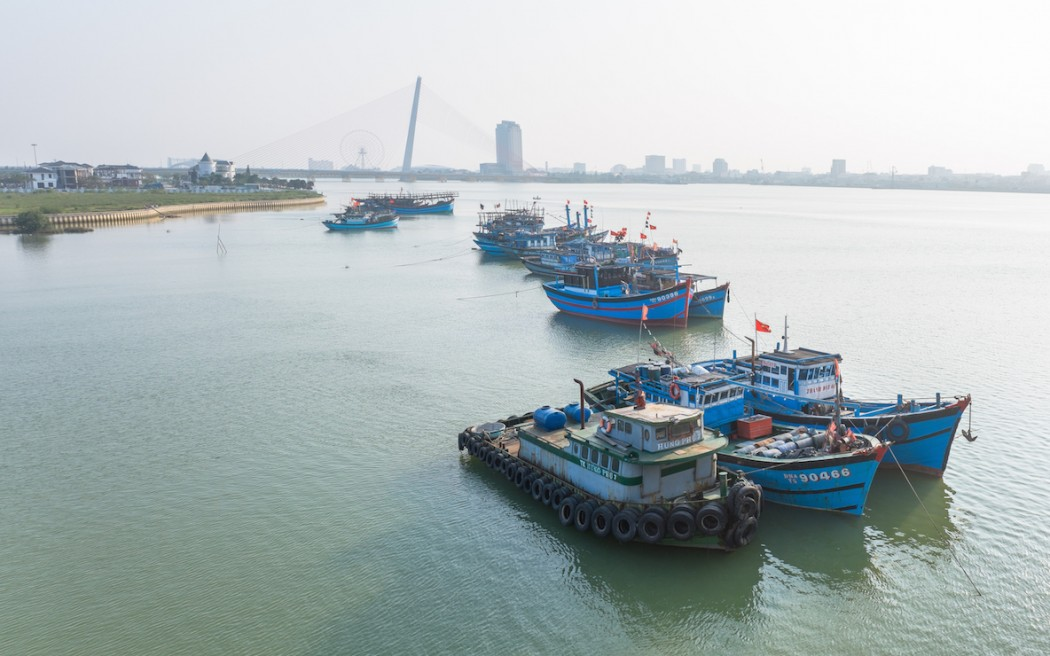 boats parked in vietnam