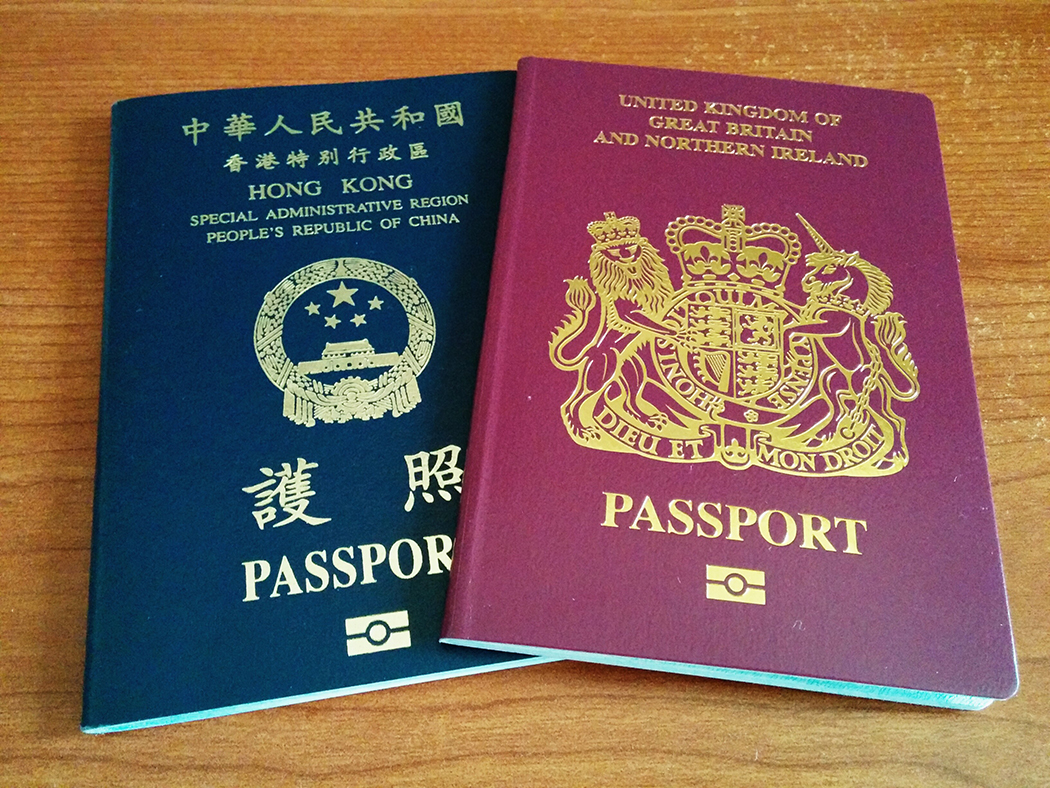 Banyak orang Hong Kong memiliki paspor BN (O) dan HKSAR.