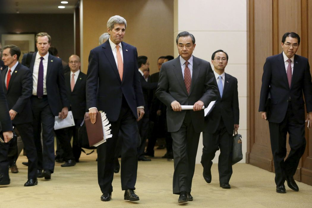 China's Foreign Minister Wang Yi (R) and U.S. Secretary of State John Kerry arrive for a joint news conference after a meeting at the MInistry of Foreign Affairs, in Beijing, China, January 27, 2016. Photo: Reuters/Jason Lee