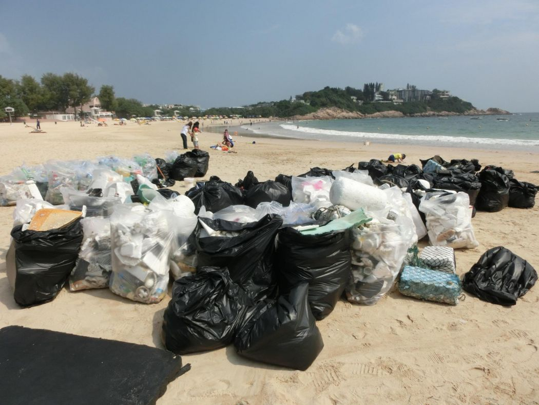 hk clean up trash beach