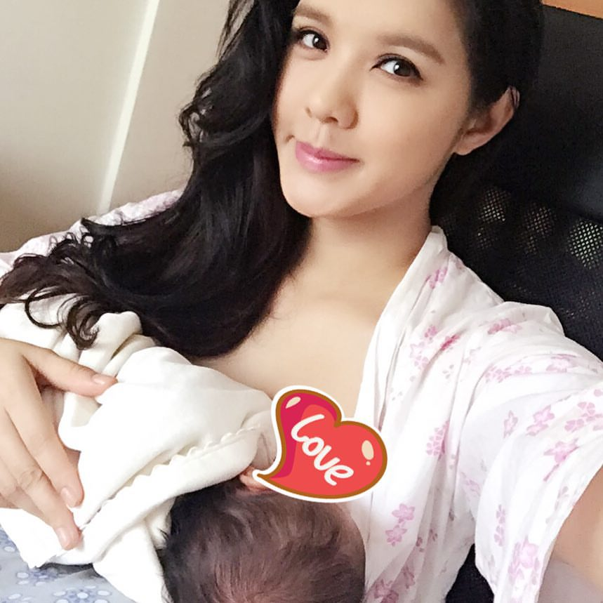 ella koon breastfeed