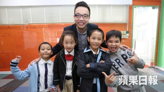 Chu Tsz-wing with kids
