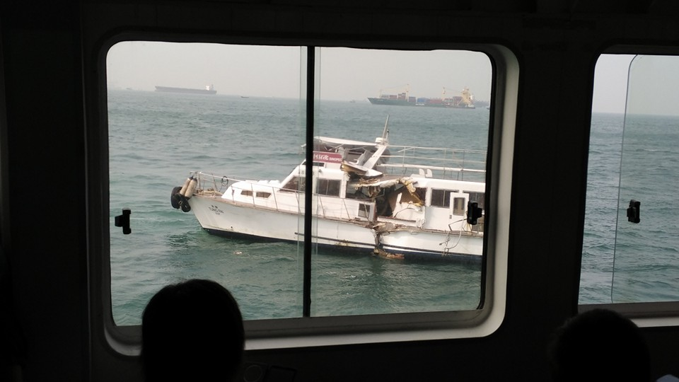 Ferry clashes with junk boat at sea near Sai Wan.