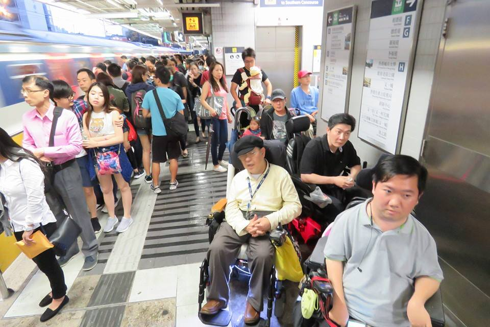 Yip Wing and others on a crowded Kowloon Tong platform.