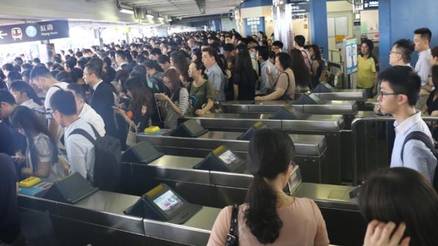 MTR congestion Tai Wai