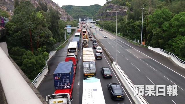 traffic queue at tai lam tunnel