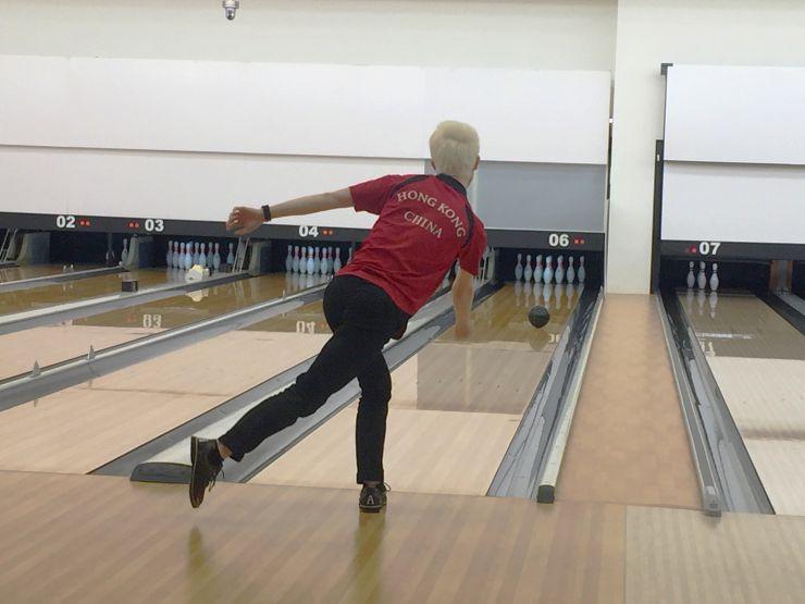 Cheung Hoi-tung bowling