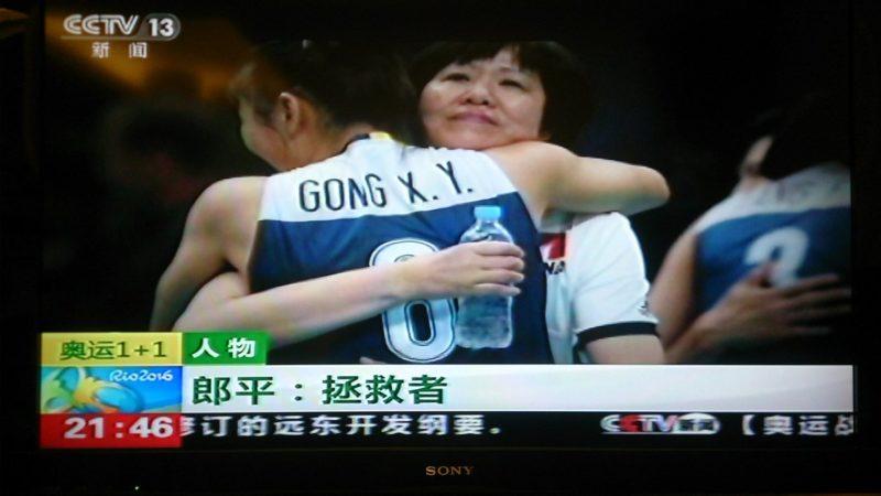 Lang ping hugging athlete