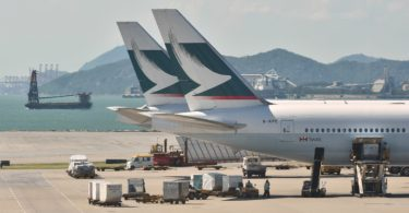 airport-cathay-pacific-plane-takeoff-1