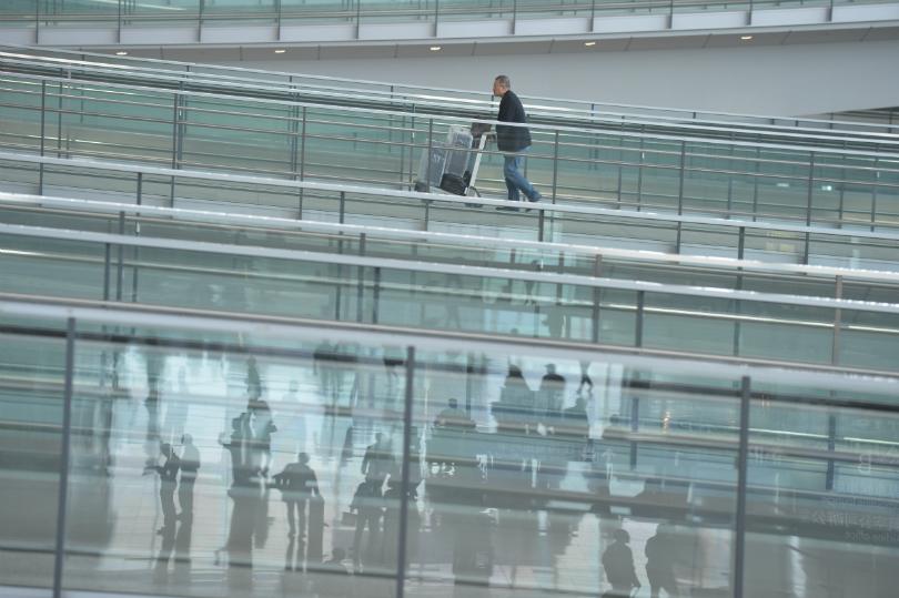 airport-people-passenger-interior-3