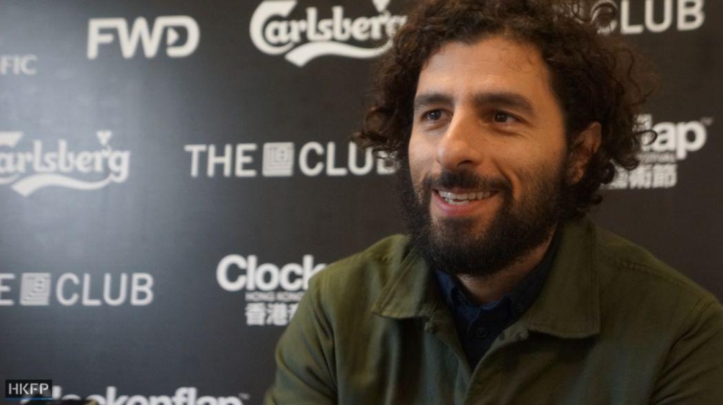 José González.