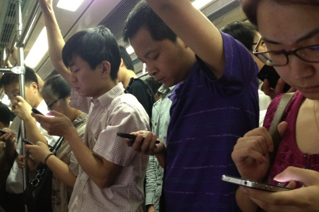 chinese-people-on-phones