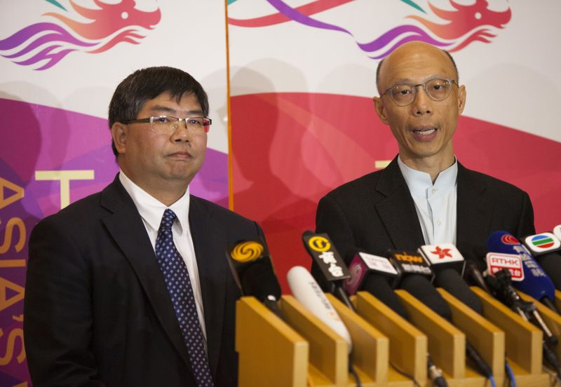 AFCD director Leung Siu-fai (left) and the Secretary for the Environment Wong Kam-sing (right). Photo: HKFP.