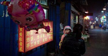 beijing poverty girl balloon