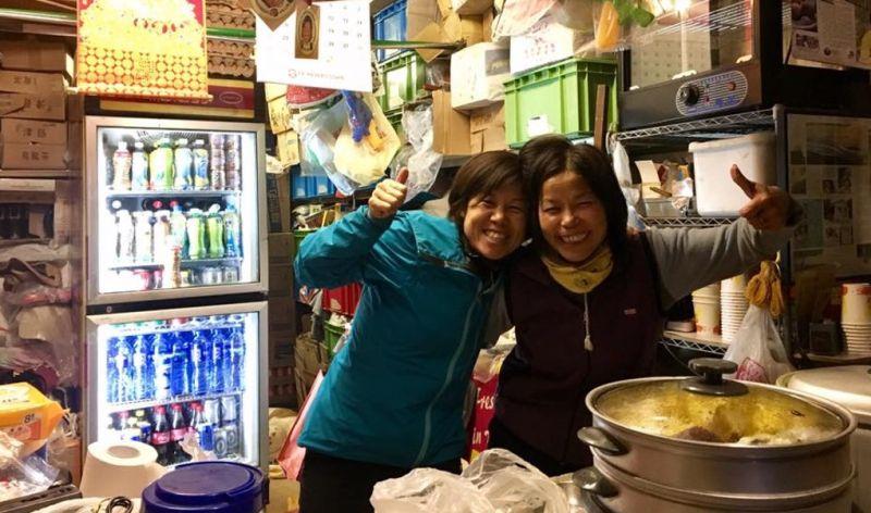 Tai Mo Shan kiosk food stall