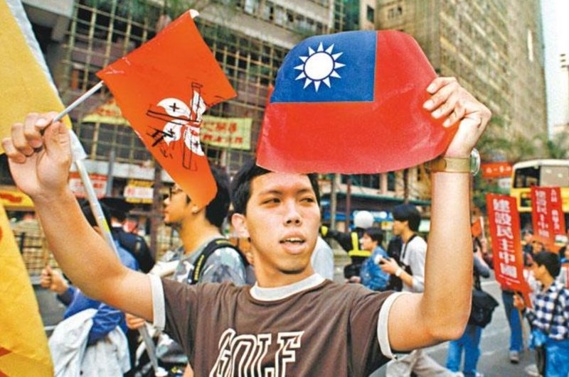 Ng Kung-siu Lee Kin-yun desecrate desecration desecrating national flag
