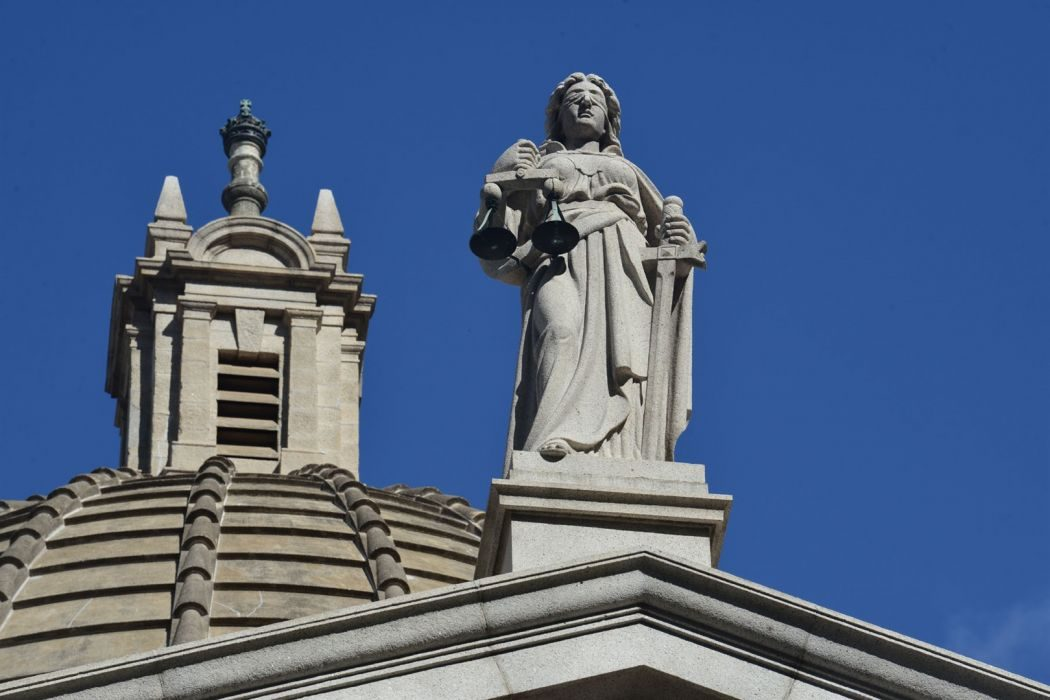 statue of justice court