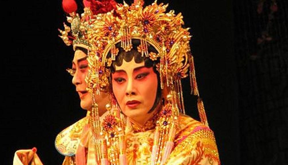 Liza Wang Ming-chuen performing Cantonese opera