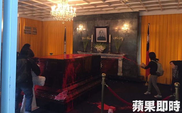 Chiang Kai-shek coffin