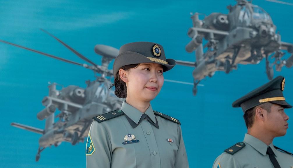 Apache AH-64E female pilot
