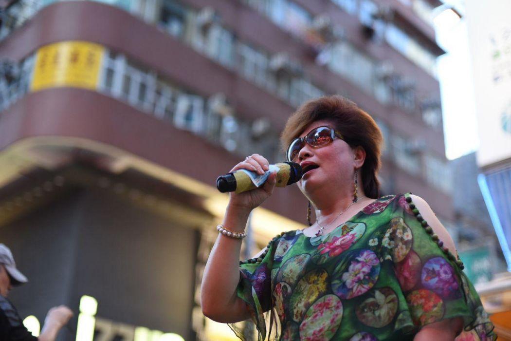 Mong Kok pedestrian zone singer