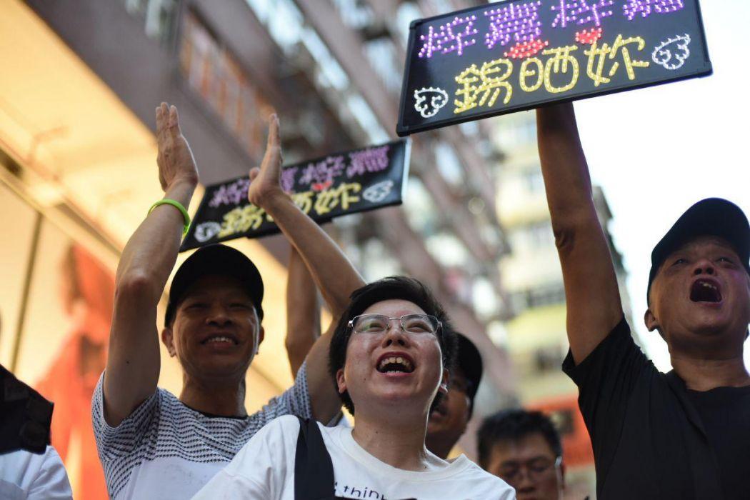 Mong Kok pedestrian zone spectator
