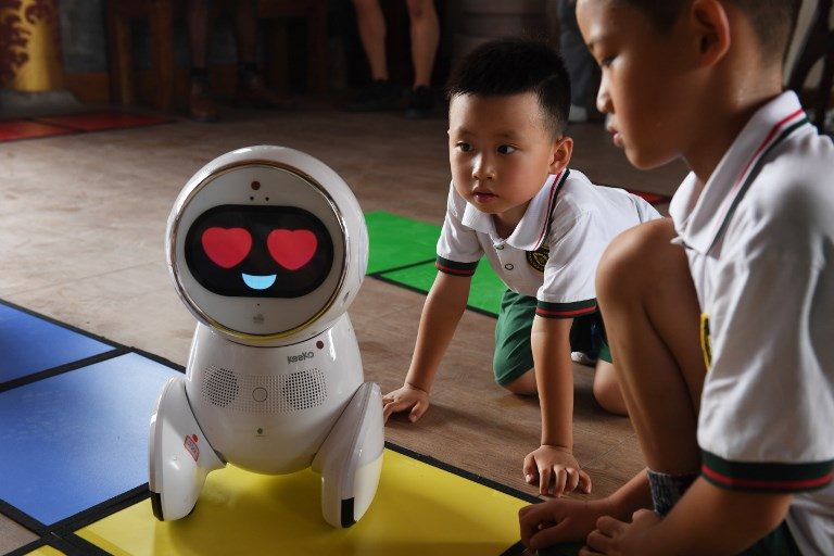 china robot teachers