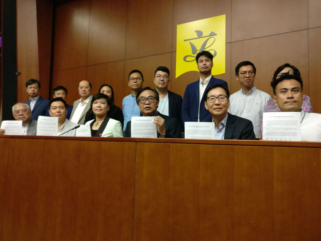 Pro-Beijing lawmaker fcc legco